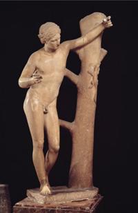 Пракситель. Аполлон, убивающий ящерицу (Римская копия . IV в. до н.э. Рим. Музей Ватикана)