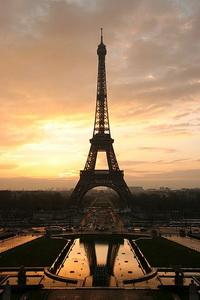 Эйфелева башня в Париже