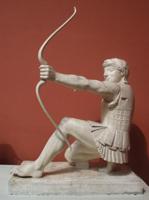 Геракл с восточного фронтона храма Афины Афайи на о. Эгине. 490-480 гг. до н.э. Государственное античное собрание, Мюнхен