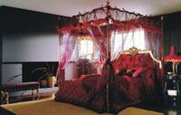Двуспальная кровать с балдахином