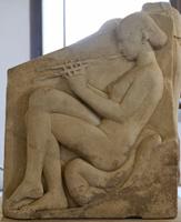 Девушка, играющая на флейте. Трон Людовизи. Мрамор. Около 470 г. до н.э. Рим. Музей Терм
