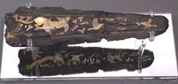 Бронзовый кинжал с золотой ручкой с изображением дикой кошки. Микены. XVI век до н.э.