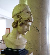 Афина и Марсий. Фрагмент. Мирон. Римская копия. Мрамор. II четверть V в. до н.э..jpg