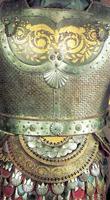 Древнее вооружение. Рыцарские доспехи. Фрагмент. Мастер И. Бушуев и др. Сталь, чеканка, гравировка, травление, золочение. 1820-1830 г.